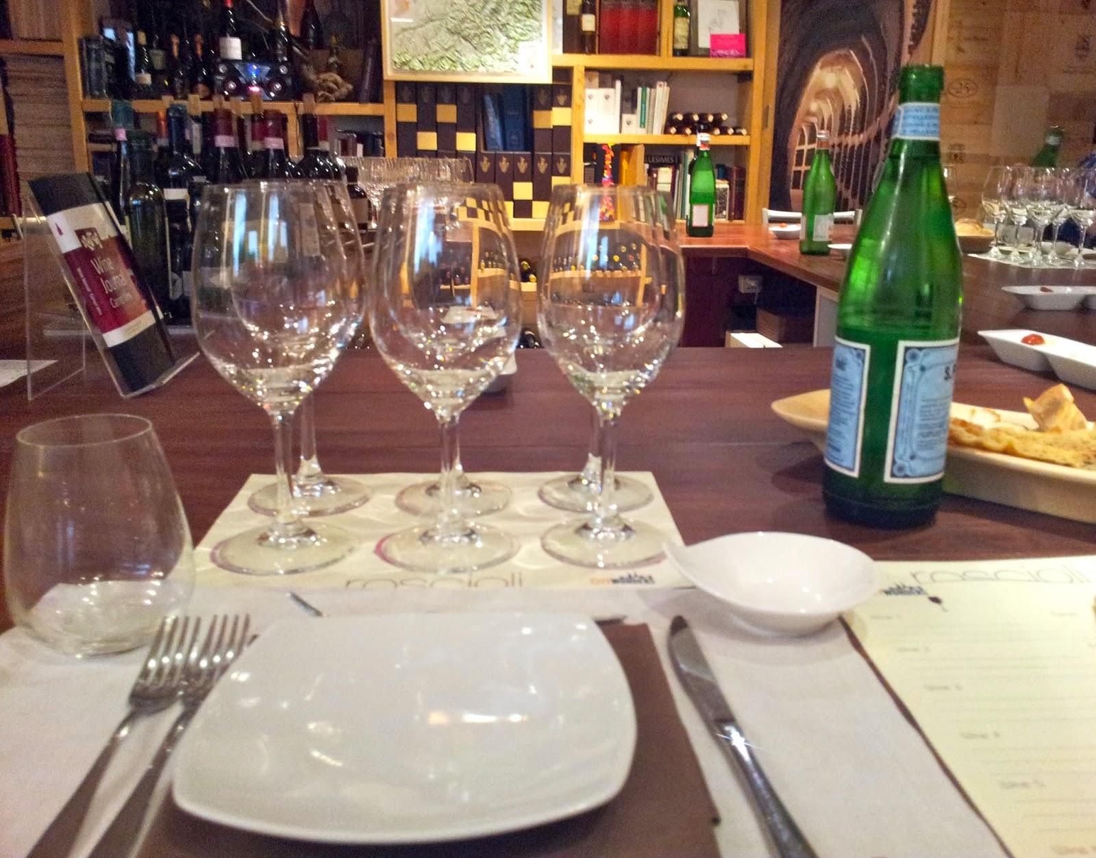 Tavolo apparecchiato per degustazione